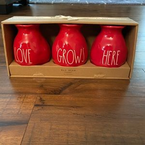 Rae Dunn love grows here red vases